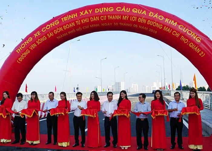 Lễ thông xe dự án xây cầu qua đảo Kim Cương trên đường ven sông Sài Gòn, đoạn qua nhánh sông Giồng Ông Tố - quận 2 (Ảnh: Internet)