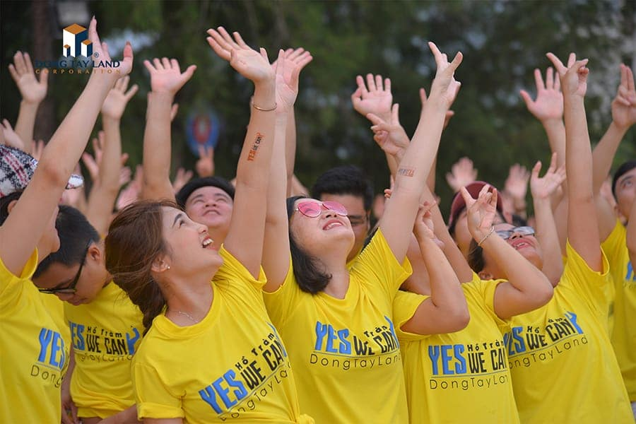 Các thành viên háo hức tham gia màn khởi động Teambuilding Game