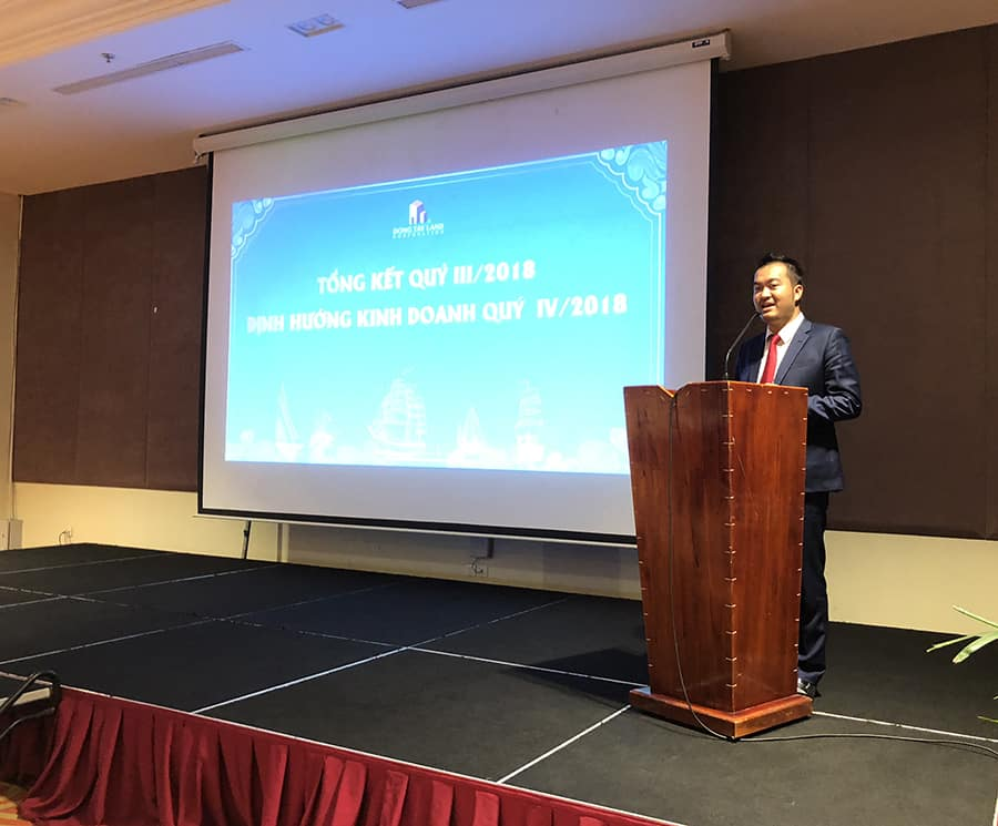 Ông Nguyễn Thái Bình (TGĐ Đông Tây Land) phát biểu tại cuộc họp tổng kết quý III/2018 và định hướng kinh doanh quý IV/2018