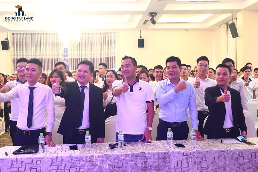 Ban Giám đốc Đông Tây Land cùng các khách mời của chương trình