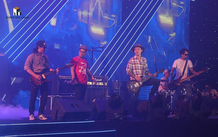 Màn trình diễn đầy ấn tượng của ban nhạc rock